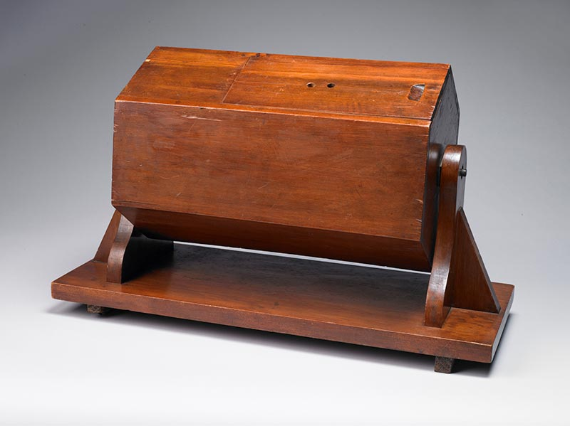 Ballot Box, 1916, New Zealand, maker unknown. Gift of the New Zealand Immigration Service, 1989. CC BY-NC-ND licence. Te Papa (GH003641/1-5)