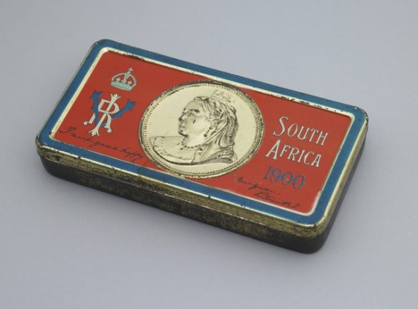 Queen Victoria's Boer War gift chocolate tin, 1899, England, by Hudson Scott & Sons. Gift of J Rimmer, 1936. Te Papa (GH012524)