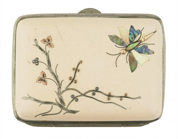 Change purse, circa 1920, maker unknown. Gift of Miss Phyllis A Rolfes, 1966. CC BY-NC-ND licence. Te Papa (GH002667/1)
