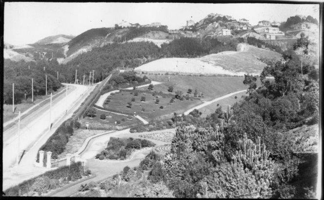 Central Park, Brooklyn, Wellington, with Brooklyn Road on left. Hinge, Leslie, 1868-1942 : Photographs, negatives and photo albums. Ref: 1/2-034755-G. Alexander Turnbull Library, Wellington, New Zealand. http://natlib.govt.nz/records/23080479
