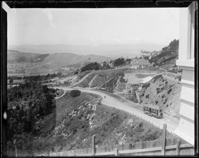 Central Park and Brooklyn Road, Wellington. McBride, Denise Megan :Photographs of Brooklyn, Wellington. Ref: 1/2-182020-G. Alexander Turnbull Library, Wellington, New Zealand. http://natlib.govt.nz/records/32049996