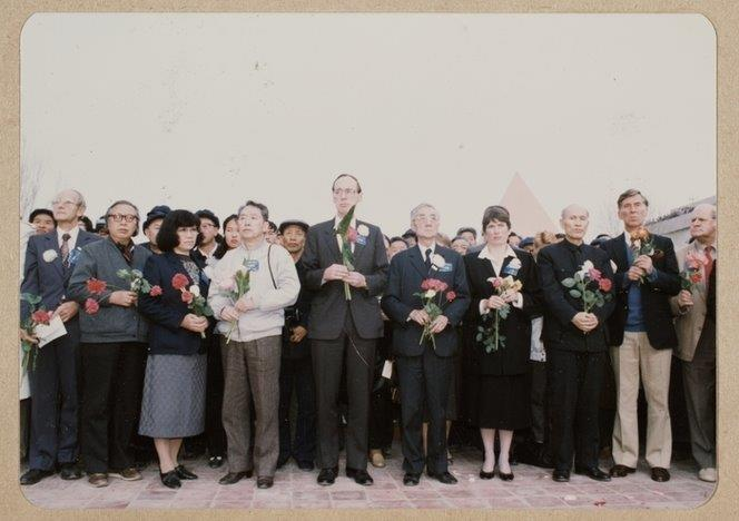 Chinese and New Zealanders at Rewi Alley's funeral