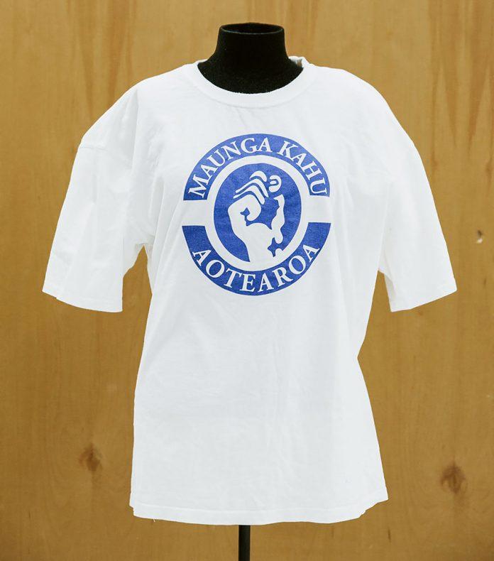 T-shirt, 'Maunga Kahu', September 2009, Whanganui, New Zealand, by Denis O'Reilly (Black Power). Gift of Denis O'Reilly, 2017. Te Papa (ME024195)
