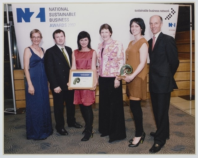 Laurie Foon and Rena Kohere receiving the 2007 National Sustainable Business Awards