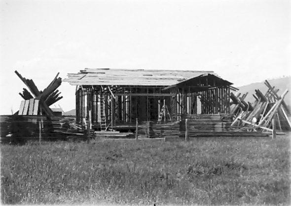 'Woodside' in course of erection, 26 December 1915, by Leslie Adkin. Gift of G. L. Adkin family estate, 1964. Te Papa (B.022676)