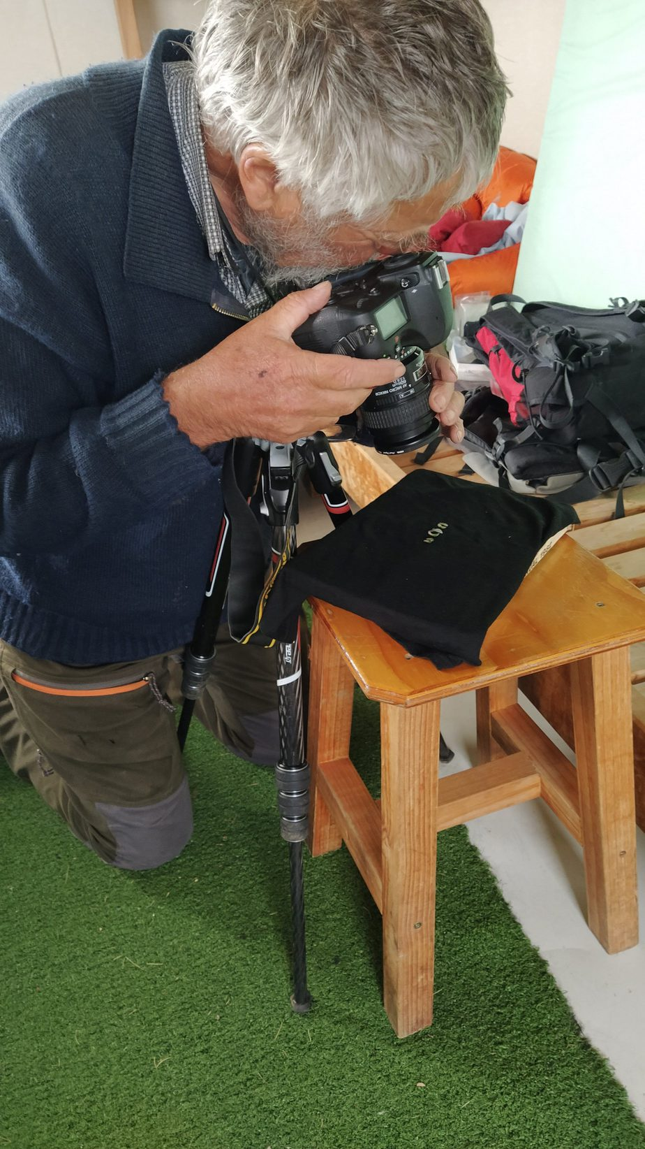 Here you can David going to extreme measures in his makeshift photo studio, where he is photographing tiny forget-me-not leaves on my black buff on one of the hut's stools! Jan 2021, photo by Heidi Meudt @ Te Papa.
